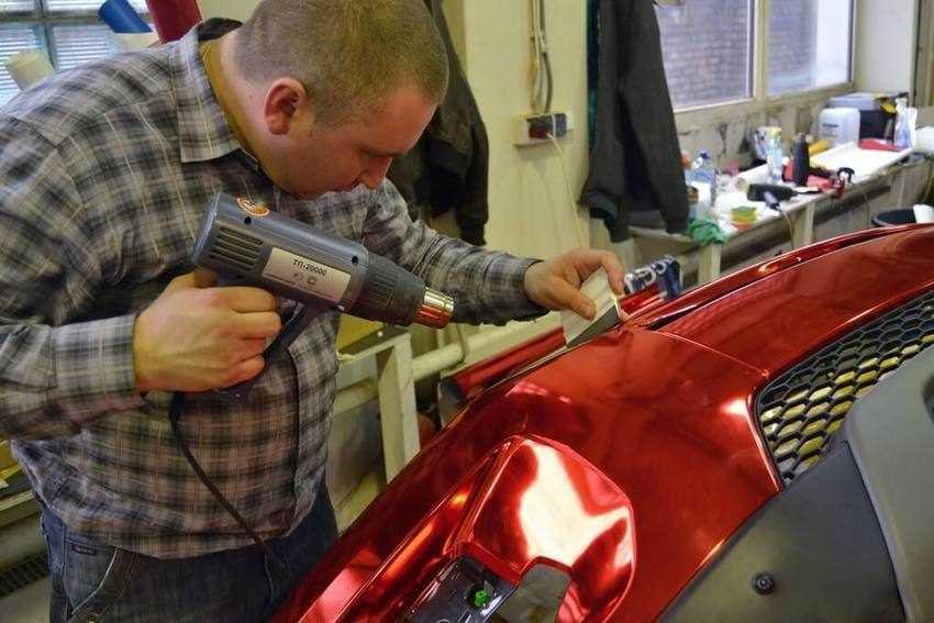Как правильно клеить виниловую плёнку на автомобиль
