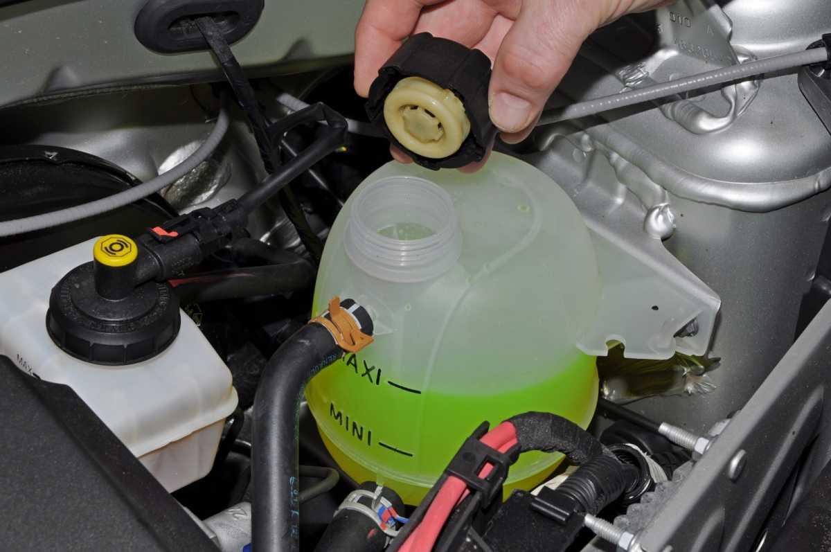 Как выгнать воздушную пробку из системы охлаждения автомобиля